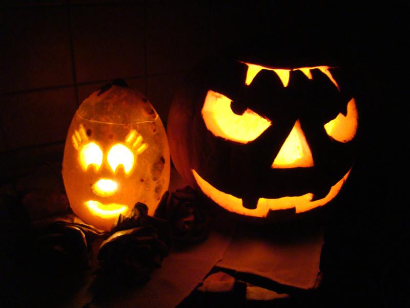 dynia-halloween-dama-po-ciemku
