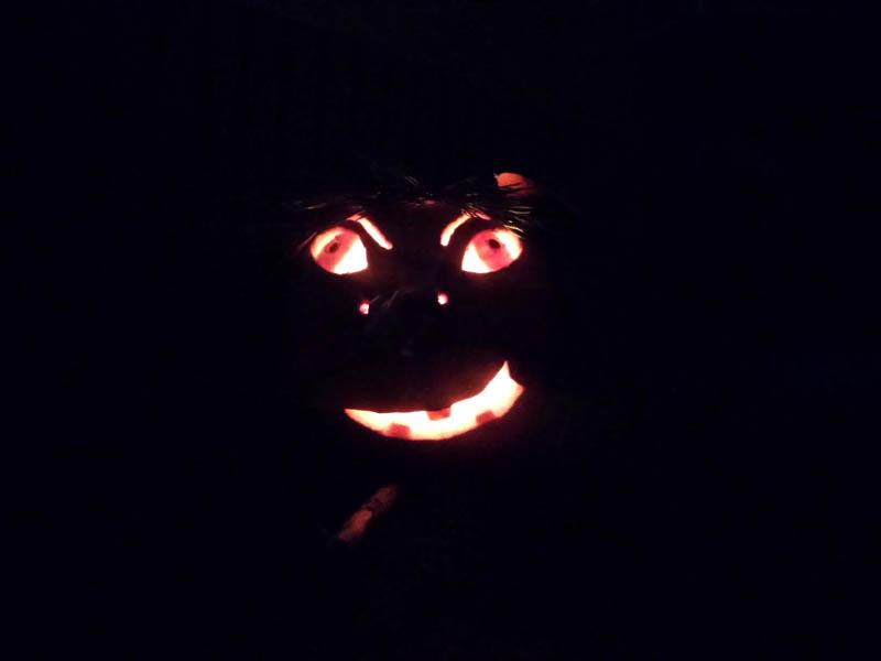 dynia-halloween-hogata-po-ciemku