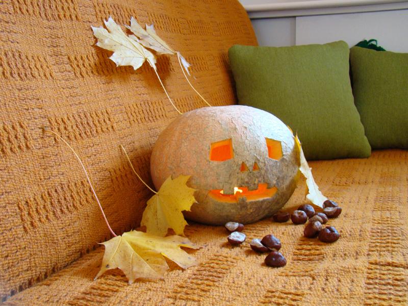 dynia-halloween-z-lisciem