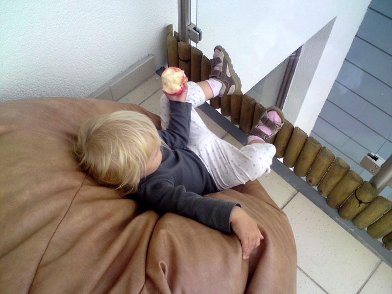 bezpieczeństwo dziecka na balkonie