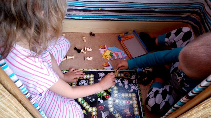 domek dla dzieci, zabawa w domku, gry planszowe, przedszkolaki, Lena Murawska, domowe DIY